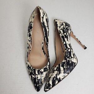 Pour LA Victoire Closed Toe Snake Print Heels 7.5